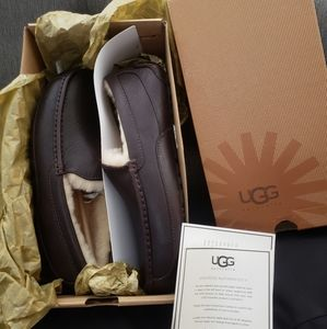 BRAND NEW leather UGGS Mens ASCOT SLIPPERS SZ9